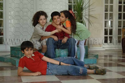 http://www.sourehcinema.com/WebGallery/Film/OnTheSet/FullImage.aspx?PictureId=2220A156-5FB9-45DE-B337-1C5A0528FFD3